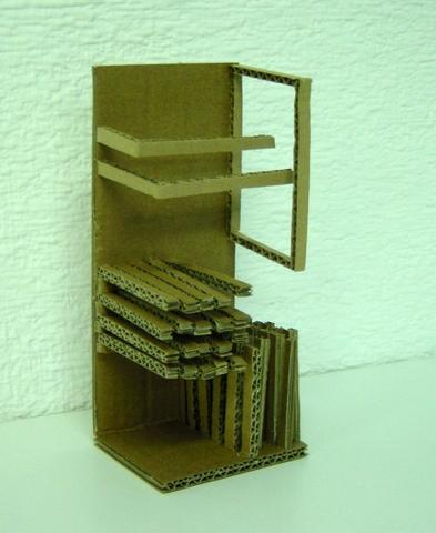 Estudio del espacio con material reciclado: papel, cartón ondulado, maderas, etc.