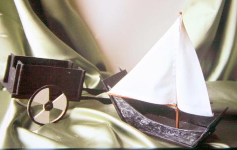 Diseño de juguetes. Material: contrachapado, tela y pintura al agua.